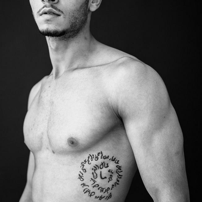 клинике проводится необычные тату на ребрах мужские фото биографии актрисы